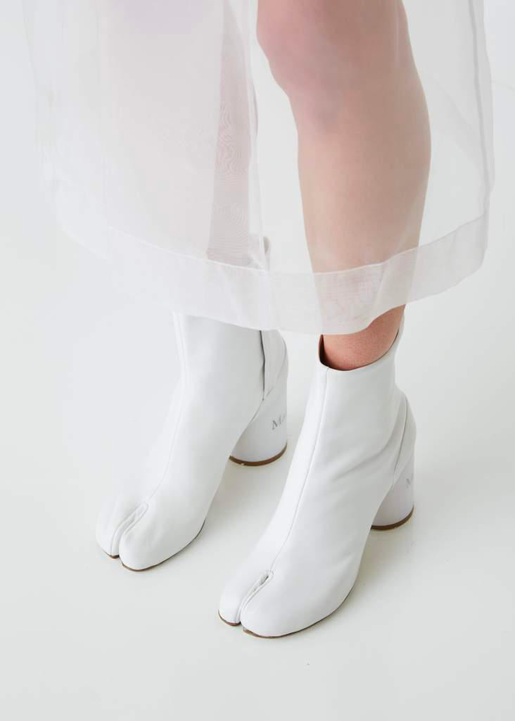 Split toe shoe, split toe boot, cloven foot boot, avant garde shoe, maison margiela boot