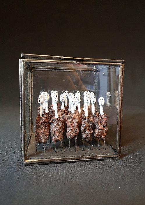 Catherine LEGRAND : Les égarés.  Hauteur 15cm
