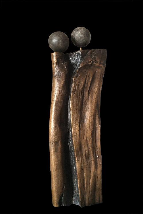 Catherine MAUCOURT : Enlacement.  Hauteur 41cm.
