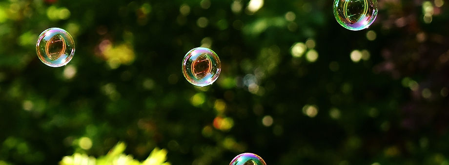 soap-bubbles-2436210_1920.jpg