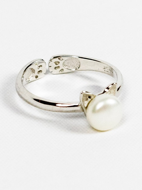 Sterling Silver and Pearl Cat Ring side view