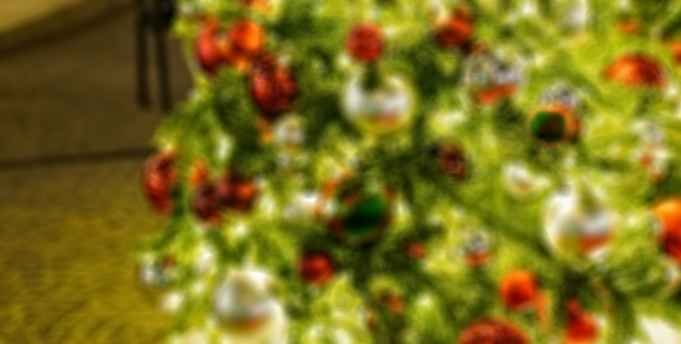 xmass tree crop blur 3.png