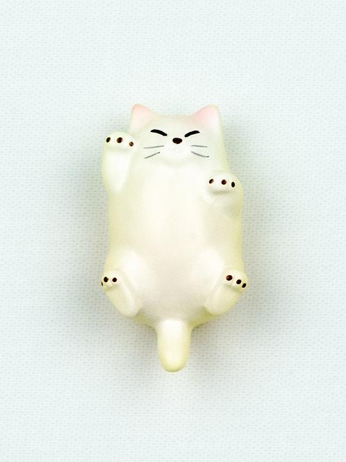 Fat Cat Fridge Magnet - Casper, white cat front view