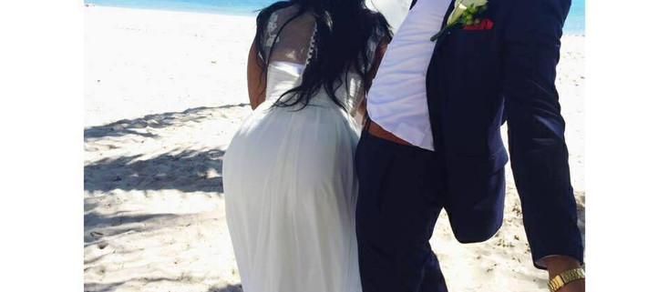 """""""That Day Was A Complete Disaster"""" The Story Behind That Viral Wedding Photo"""