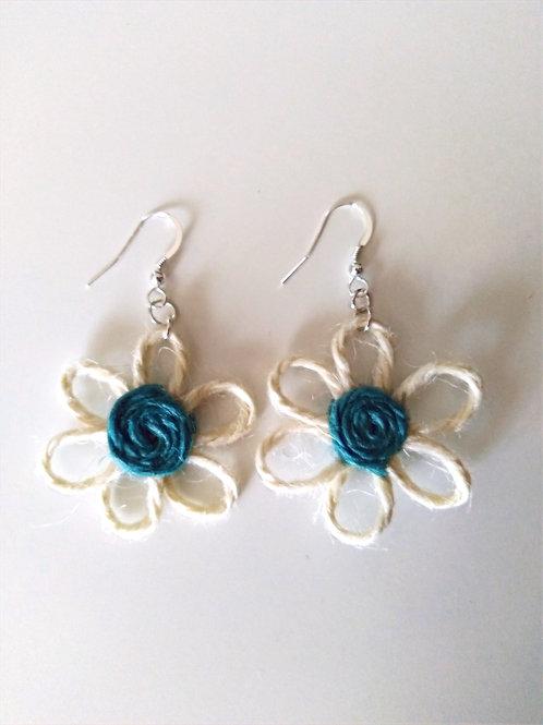 Boucles d'oreilles fleurs jute bleu/crème
