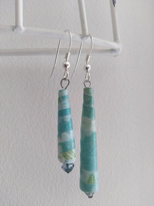 Boucles d'oreilles asymétriques fleur bleue
