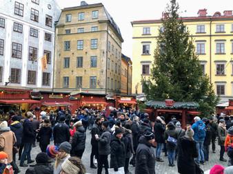 ストックホルムの旧市街でクリスマスマーケットを楽しむ