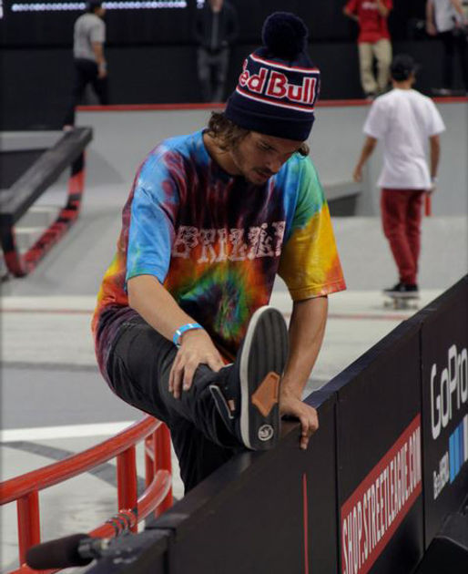 Torey Pudwill stretching