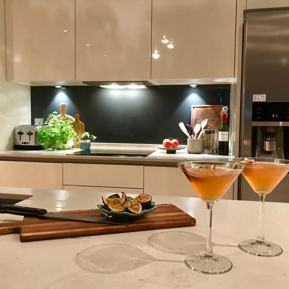 White Intoto Kitchen with stilestone worktop