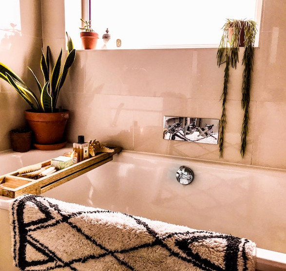 Minimalist sleek bathroom with scandinavian vibes