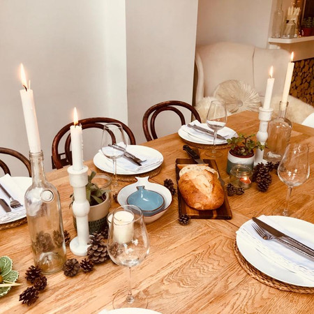 Dining table with autumnul styling