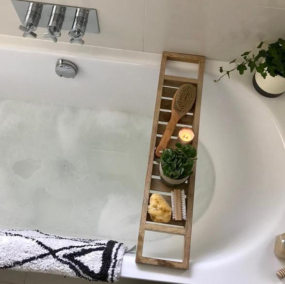 Minimalist sleek bathroom with scandinavian vibes.