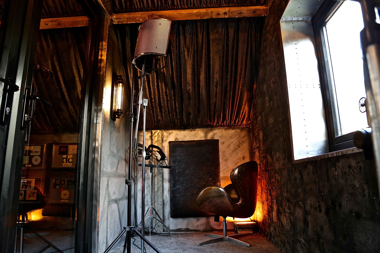 7Gate Media_Silver Studios - Vocal Live Room