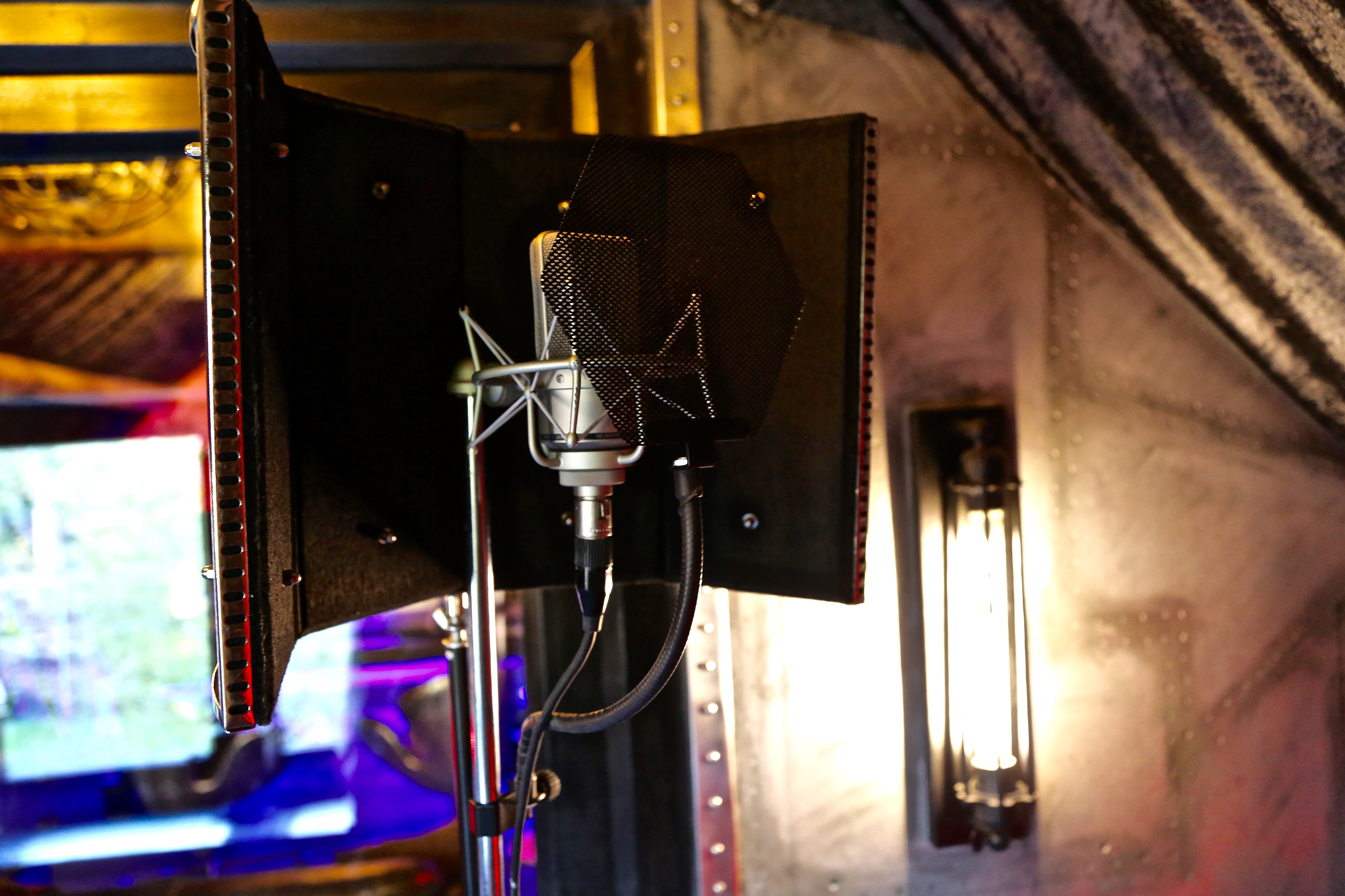 7Gate Media_Silver Studios - Vocal Live Room Neumann TLM103 Mic