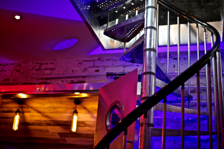 7Gate Media_Silver Studios - Spiral Staircase 3