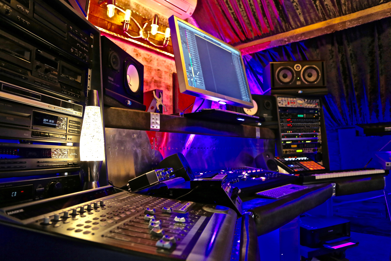 7Gate Media_Silver Studios - Studio 1 side shot 2