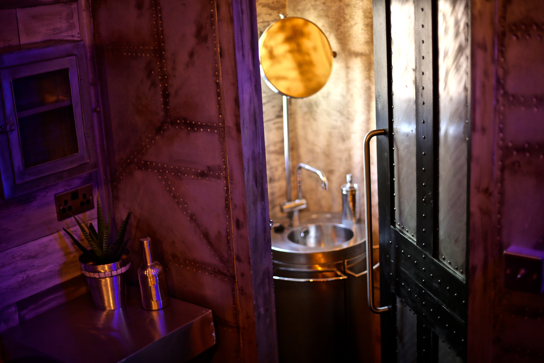 7Gate Media_Silver Studios - Rest Room