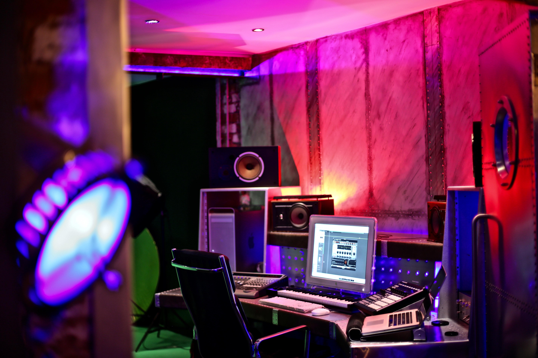 7Gate Media_Silver Studios - Studio 2