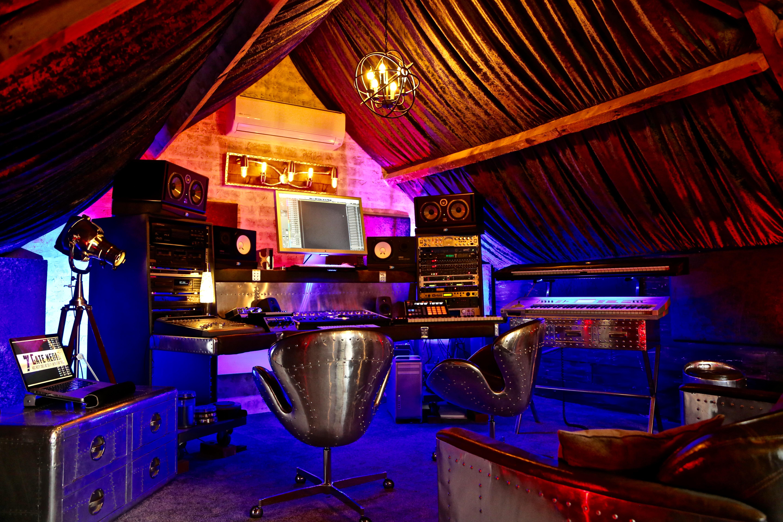 7Gate Media_Silver Studios - Studio 1 side shot 3