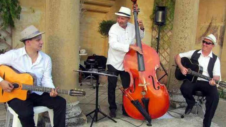 Dîner concert dans le jardin avec le Trio Swing Guitar (Jazz manouche)
