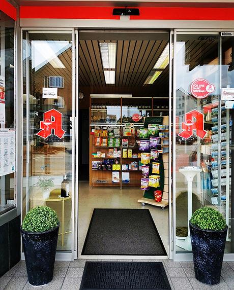 Lange-Feld-Straße 18 in Letter | Eingang zur Apotheke | Wilkommen | Apotheken A | geöffnet