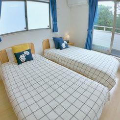 2階ベッドルーム(シングルベッド2台)