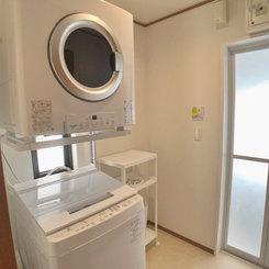 洗濯機と衣類乾燥機を完備