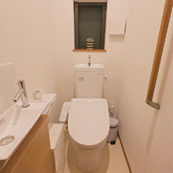 独立した洗浄機付きトイレ