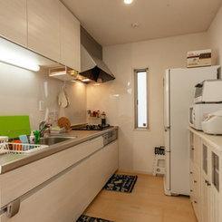 使い勝手の良い広めのキッチン