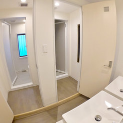 2階にシャワー室が2つございます