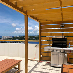 屋上ウッドデッキにはガス式BBQグリルを設置しております