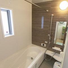 バスタブ付きバスルームと独立した洗浄機付きトイレを完備