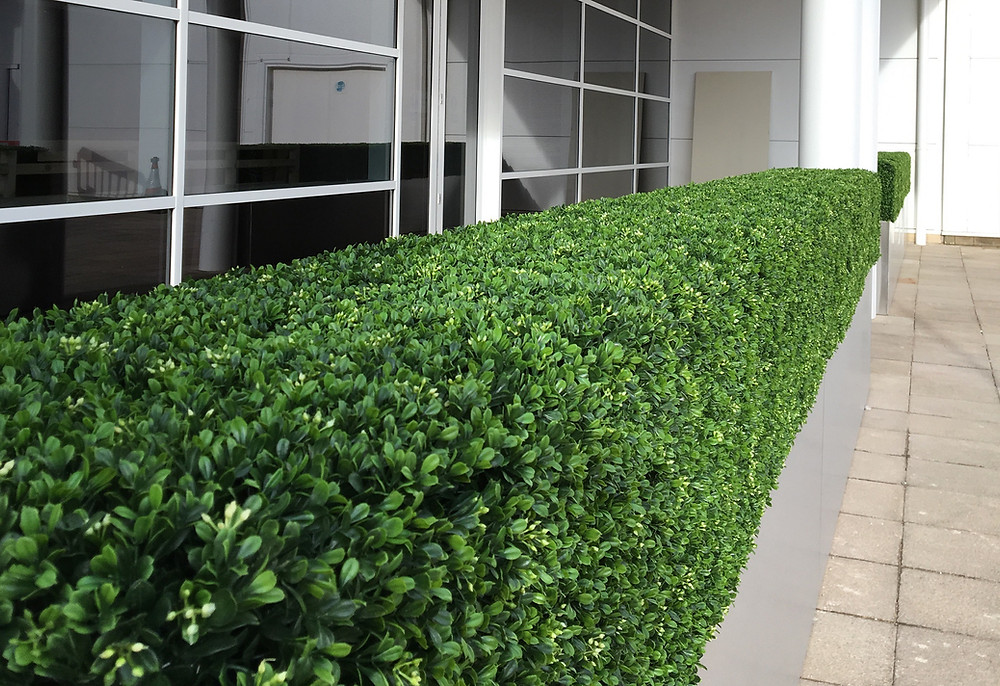 Artificial hedges for outside commercial restaurants & bars