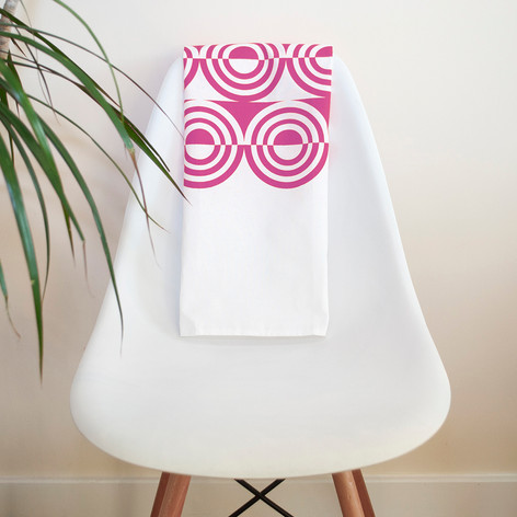 Geo Dark Pink TT Chair_1000px.jpg
