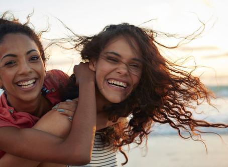 Cómo tener relaciones sanas de amistad: 10 consejos eficaces