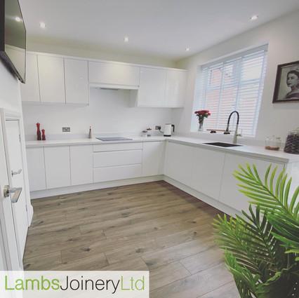 handleless gloss white wren kitchen fitted