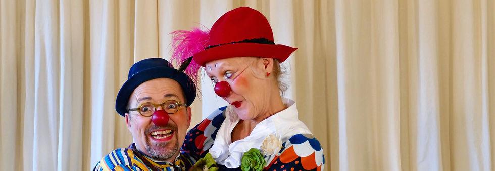 Die Clowns Elfie & Anton freuen sich.jpg