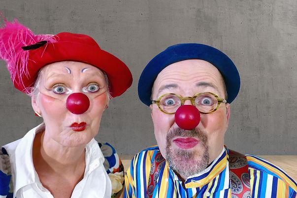 Die Clowns Elfie und Anton staunen.jpg