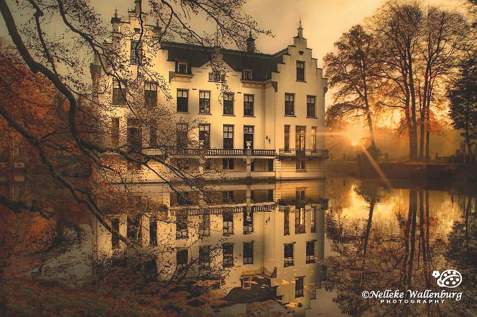 Kasteel Staverden bij zonsopkomst - Nelleke Wallenburg