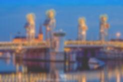 Stadsbrug van Kampen tijdens het blauwe uurtje - Nelleke Wallenburg
