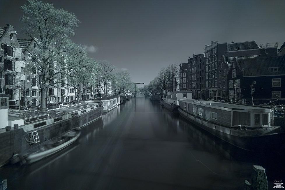 Amsterdam in IR (ongemodificeerde camera in long exposure) 720 nanometer filter - Arno van der Poel