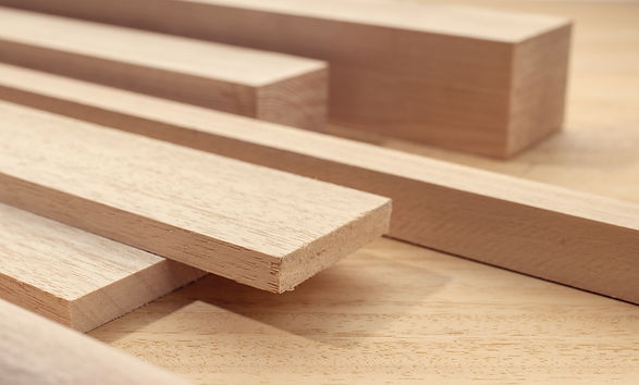 timber-for-carpentry-close-up-E66THLY.jp