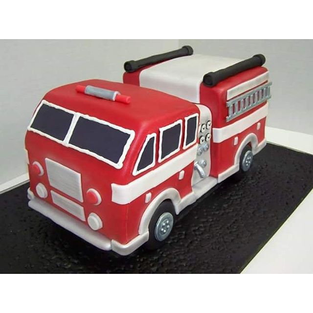 Because you need a 🔥Fire Truck Groom's Cake 🔥if your gonna marry a firefighter! #absolutelycake #g
