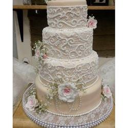 #absolutelycake #weddingcake #pearls #lace #pipedlaceweddingcake #burlapandlace #panamacityweddings