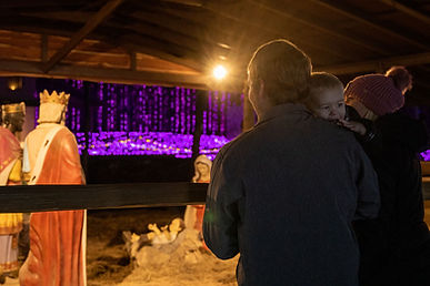 Live-Nativity-Scene-at-Santa's-Wonderlan