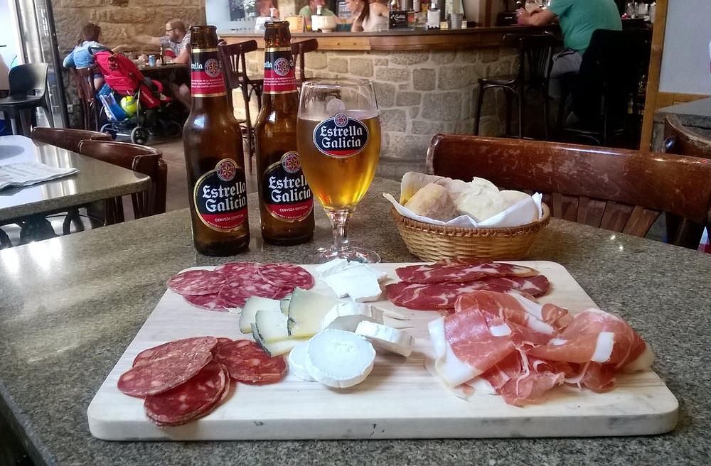 "Хамон и пиво ""Estrella Galicia"""