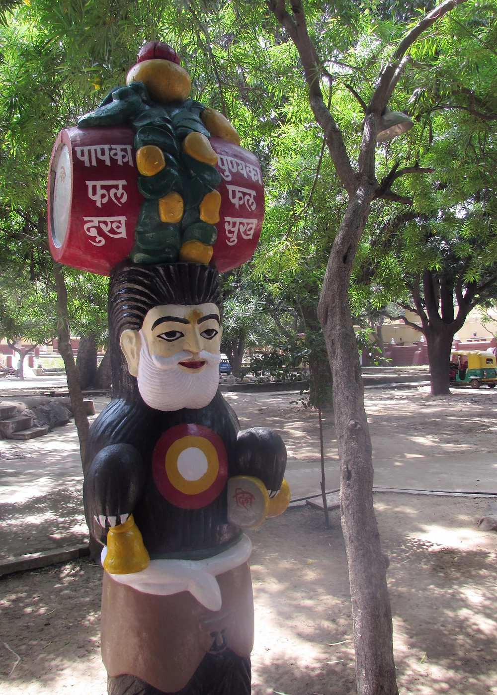 Статуи в парке Бирла Мандир
