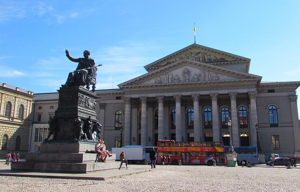 Национальный театр Мюнхена на площади Макса Иосифа