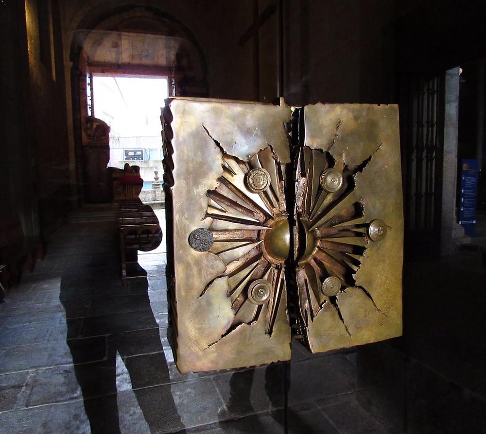 Двери в соборе