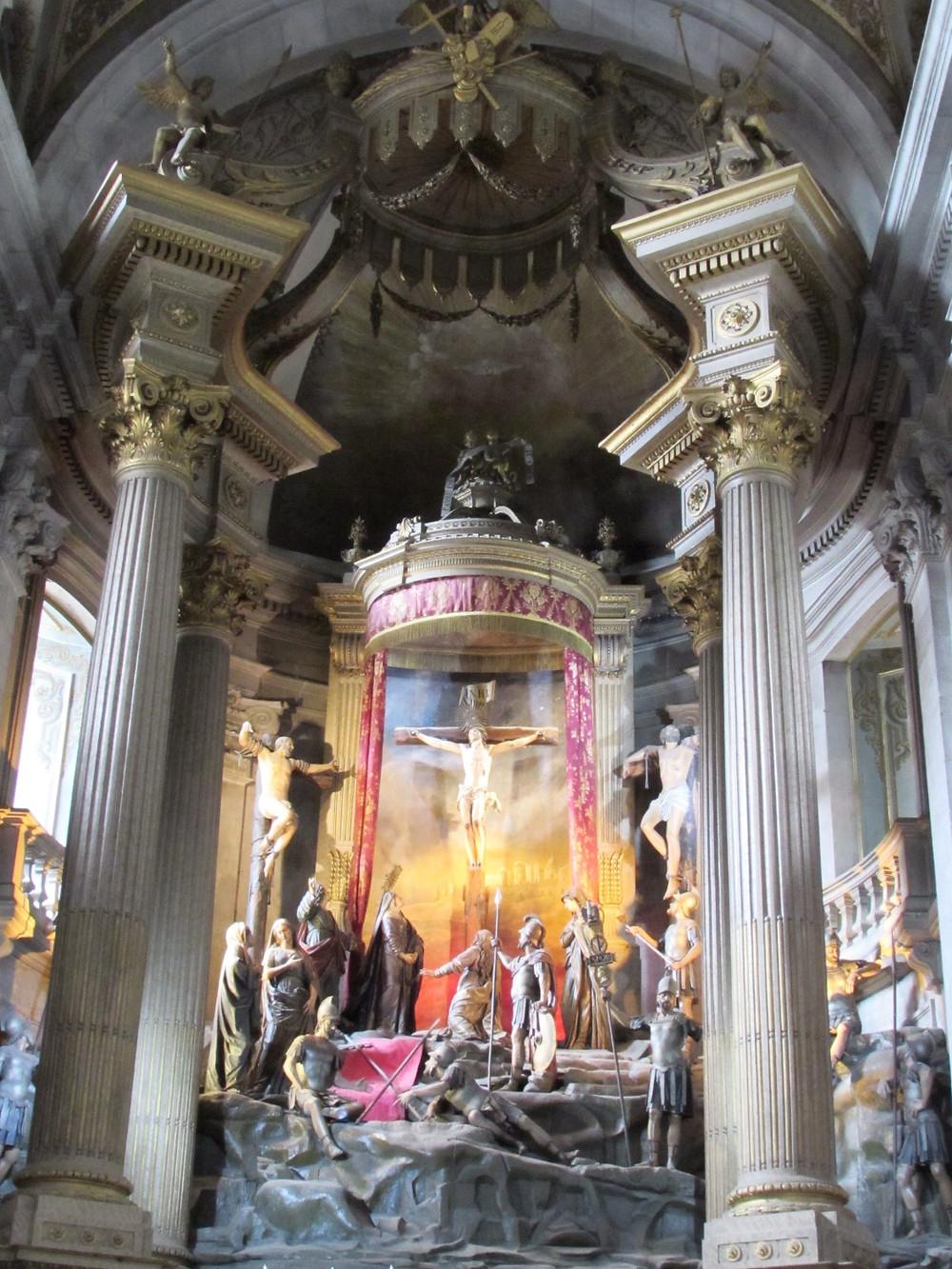 Церковь Бом Жезуш внутри